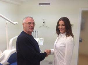 Satisfechos cuando el paciente sale feliz de su consulta. Clínica Dental San Pedro de Alcántara (Marbella)