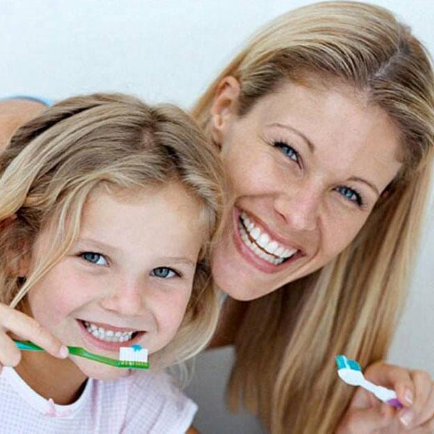 Una buena rutina de higiene dental debe comenzar en el momento en que salen los dientes. San Pedro de Alcántara (Marbella)